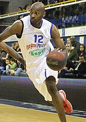 12. Julius Hodge (Paris Levallois)