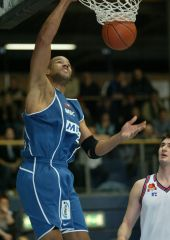 Mitteldetscher's Stepen Arigbabu dunks for 2 of his 16 points against Hiron Zagreb