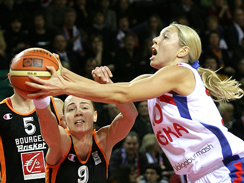 Céline Dumerc (left - Bourges Basket) and Ilona Korstin (right - CSKA Volgaburmash)