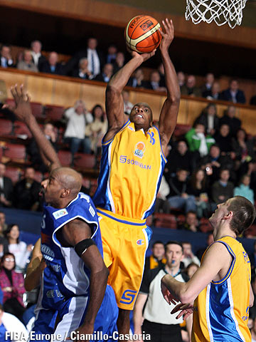 Oscar Torres (BC Khimki) hitting the game winning shot against Dynamo St.Petersburg
