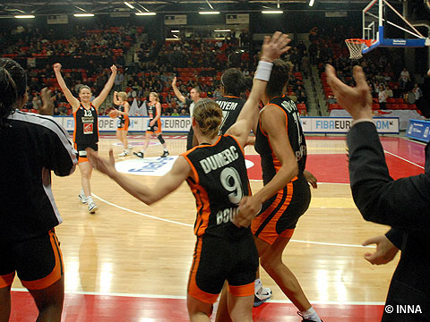 Bourges Basket players celebrating