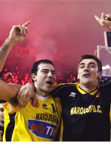 Maroussi fans celebrate qualification to the final four