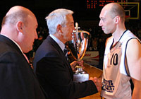 FIBA Europe Secretary General Nar Zanolin presents Vasily Karasev with the cup.