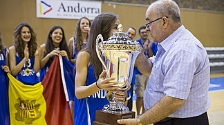 FIBA Europe Vice President John Goncalves presenting Andorra witht he trophy