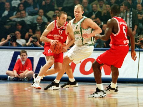 Milan Tomits (OLYMPIAKOS BC PIRAEUS) at the 1999 EuroLeague Final Four in Munich