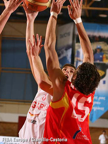 Ivan Lilov (left, Bulgaria)and Pablo Aguilar (Spain)