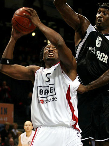 5. Eric Hicks (Base Oostende)