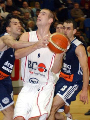 And 1! Oostende's Christophe Beghin is fouled hard by Siroki's David Crouse Molina