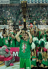 Kamil Chanas lifts the trophy, as Stelmet Zielona Gora are crowned Polish champions 2013
