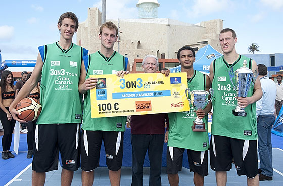 Gran Canaria 3on3 Tour Master Final - FIBA Europe Head of Operations Miguel Betancor presents TeamMoney with prize
