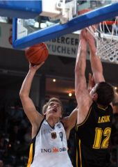 Steffen Hamann (GER) takes on Ukraine center Sergey Lischuk at the hoop