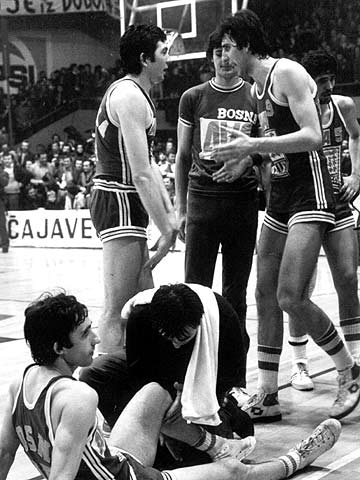 KK Bosna's Svetislav Pesic (bottom of picture) at the 1978 Korac Cup Final