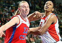 Ann Wauters (CSKA Volgaburmash) and Tina Thompson (Spartak Moscow Region)