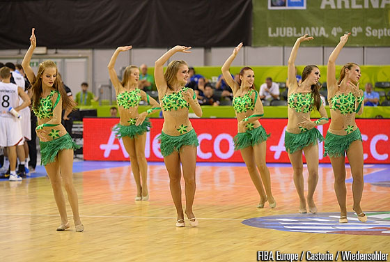Cheerleaders at Tivoli Arena
