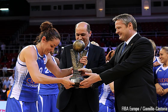 Ros Casares captain Laia Palau receives the EuroLeague Women trophy from FIBA Europe President Olafur Rafnsson and Turkish Basketball Federation President Turgay Demirel