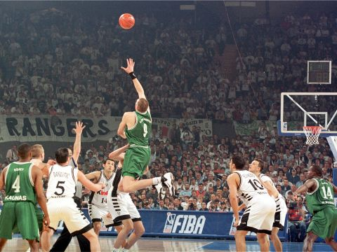 Eurelijus Zukauskas (BC ZALGIRIS KAUNAS) rises for a jump ball at the 1999 EuroLeague Final Four in Munich