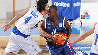 Pape Sy (France) and Milos Teodosic (Serbia)