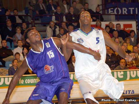 Samuel Hoskin (Ural Great, left) and Marcus Douthit (Pepinster)