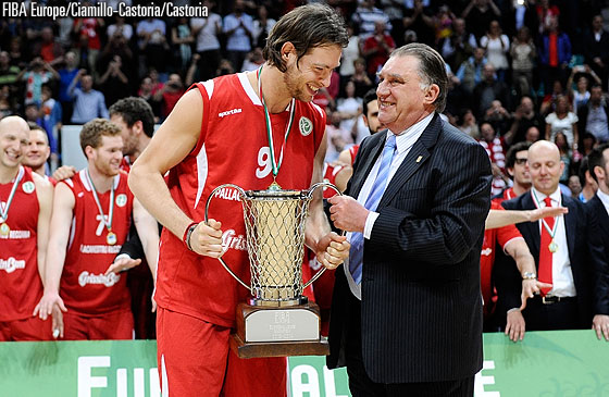 FIBA Europe Acting President Cyriel Coomans presents Reggio Emilia captain Michele Antonutti with the EuroChallenge trophy