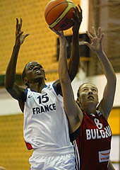 Lorraine Lokoka (left, France) and Tonka Tencheva (Bulgaria)