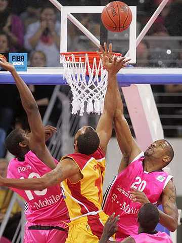Ken Johnson (Telekom Baskets)
