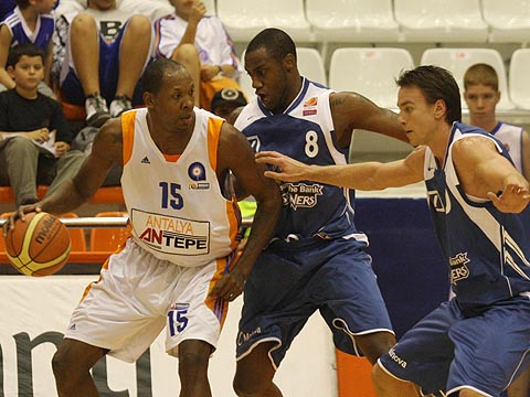 15. Marcus Douthit (Antalya Basket), 8. Anthony L King (D. Bank Skyliners)