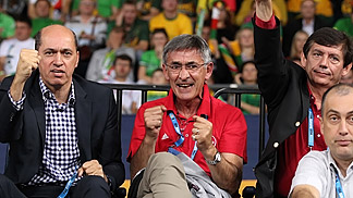 Bogdan Tanjevic with Turkey Basketball Federation president Turgay Demirel  (left) and Secretary General Ali Oszoy (right) at EuroBasket 2011