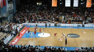 4,000 fans came to Bamberg to watch Germany, Turkey, France and Latvia battle for the Super Cup - a warm-up event for the 2005 Eurobasket qualifiers