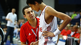 Turkey head coach Omer Ugurata with Egemen Güven