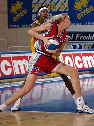 Maria Stepanova (VBM-SGAU) had 20 points and 8 rebounds against Parma