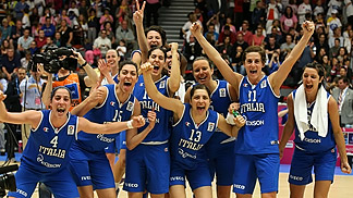 Italy celebrate after making the last eight of EuroBasket Women 2013