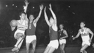 1953 European Championship action - Soviet Union vs Hungary