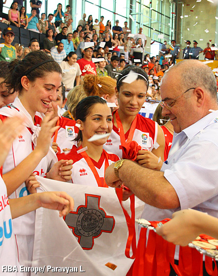 John Goncalves, FIBA Europe Vice-President Distributing the Gold Medals