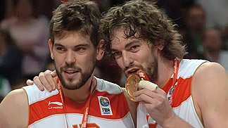 Pau and Marc Gasol celebrating - EuroBasket 2009