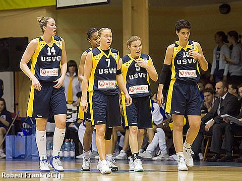 Francesca Zara, Nicole Oldhe, Reka Cserny and their USVO teammates