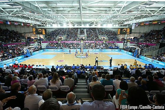 Pevele Arena in Orchies was packed to the last seat in the quarter-final between Sweden and France