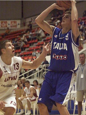 Marco Belinelli (ITA) guarded by Raimonds Elbakjans (LAT)