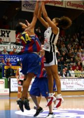 Game MVP Emmeline Ndongue (Bourges) shoots over Érika Cristina De Souza (Barcelona).