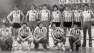 Zoran Slavnic (#15) pictured here with Red Star Belgrade in the 1971-72. In this season - and also back in 1972 - Slavnic was crowned a national champion