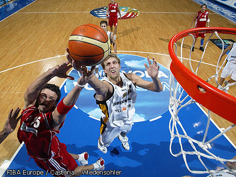 Hidayet Türkoglu (Turkey) and Dirk Nowitzki (Germany)