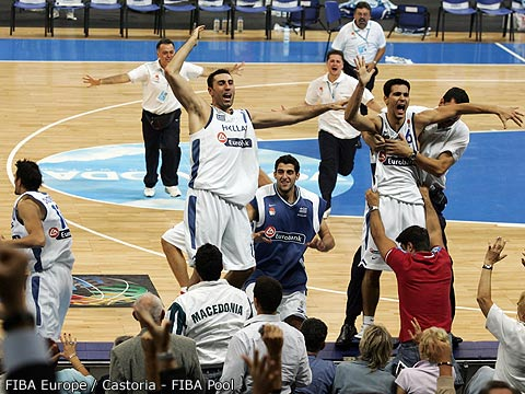 Dimitrios Diamantidis (Greece) hits the winning three against France over Tony Parker