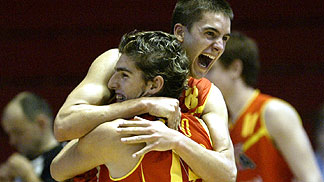 Spanish players celebrating after reaching the Semi-Final