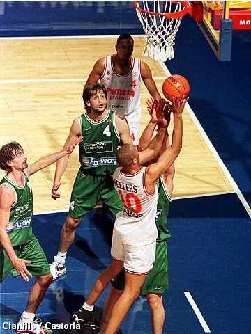 Walter Sellers (PAMESA VALENCIA BC SAD) at the 1999 Saporta Cup Final
