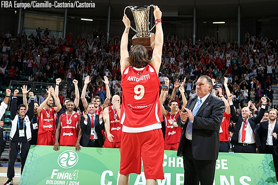 Reggio Emilia team captain Michele Antonutti lifting the EuroChallenge trophy