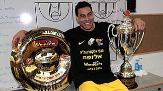 Maccabis David Blu with the Israeli league and cup trophies (photo: Oded Karni)