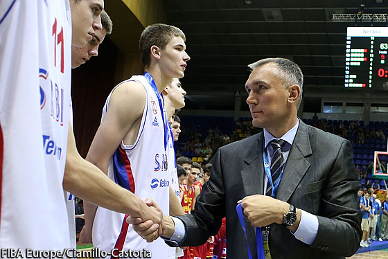 FIBA Europe Secretary General Kamil Novak presenting Serbia with their silver medals