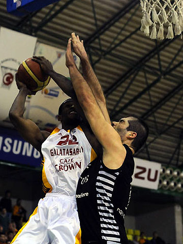 22. Antonio Graves (Galatasaray Café Crown)