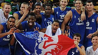 France celebrating bronze medal