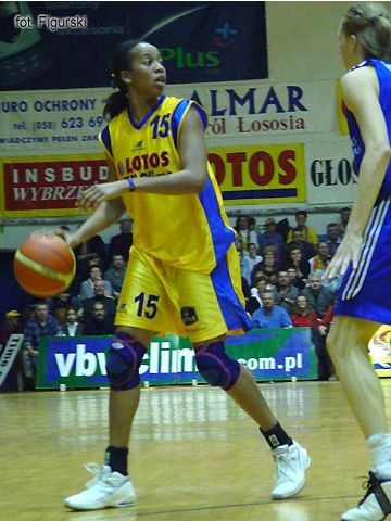 Chasity Melvin had 13 points and 7 rebounds in Lotos VBW Clima's 74-72 win against Lietuvos Telekomas