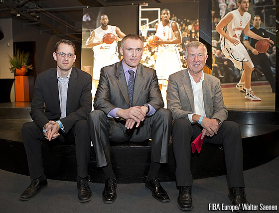 FIBA Europe Secretary General Kamil Novak (center) with the Deputy Secretary General of the Belgian Basketball Federation Stefan Garaleas (left) and Port of Antwerp president Roger Roels (right)
